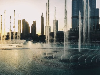 Dubai dancing fountain